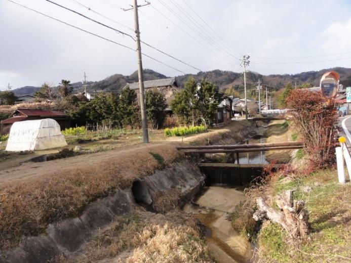 川沿いの家並み(三田)